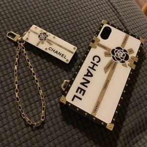 Bootleg C iPhone Xs case.